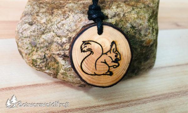 Amulett Eichhörnchen Fichte