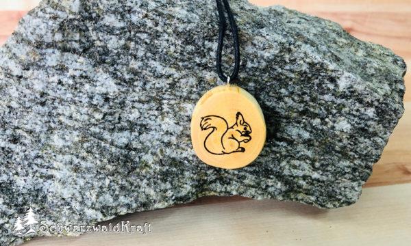 Amulett Eichhörnchen ohne Rinde Buche