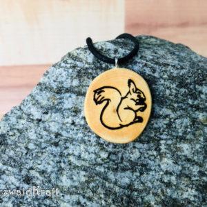 Amulett Eichhörnchen ohne Rinde Kirsche