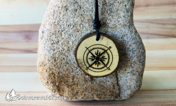 Amulett Kompass Eiche