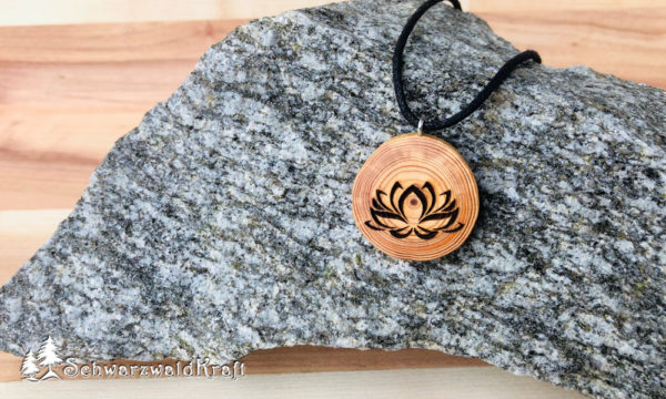 Holzanhänger Lotusblüte ohne Rinde Lärche