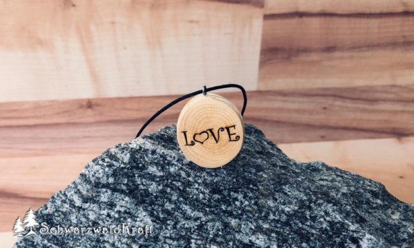 Holzanhänger Love ohne Rinde Buche