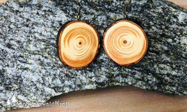 Ohrhänger aus Holz mit Rinde Pur Douglasie Bronze