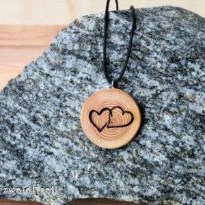 Holzanhänger Zwei Herzen ohne Rinde Lärche