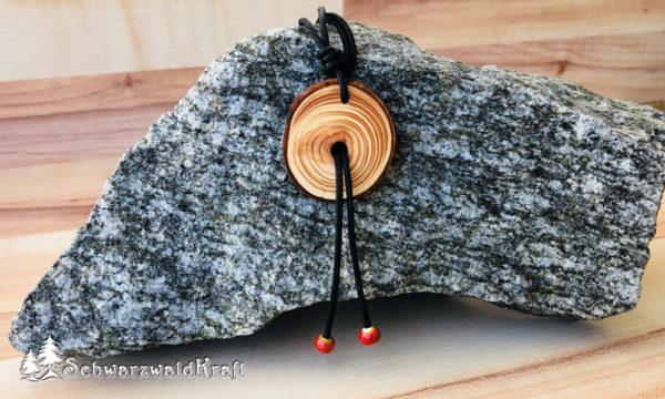 Holzanhänger Douglasie mit Rinde und Keramikperlen