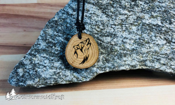 Amulett Wolf Eiche mit Rinde