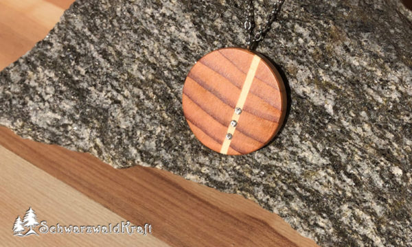 Halskette mit Holzanhänger Ava