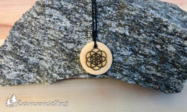Holzanhänger in Kombination Blume des Lebens