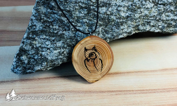 Amulett Holz Eule Lärche ohne Rinde