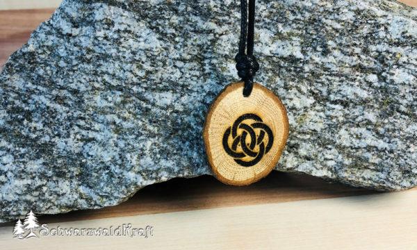 Amulett Holz kletischer Knoten Eiche mit Rinde