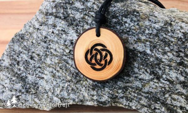 Amulett Holz kletischer Knoten Fichte mit Rinde
