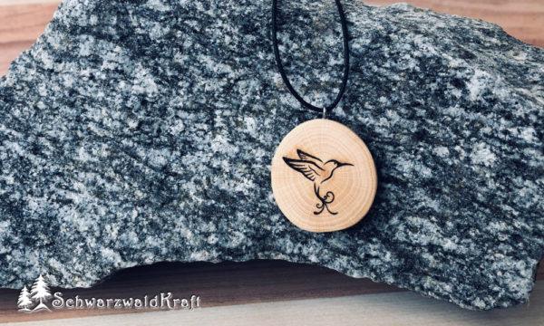 Holzanhänger Kolibri Buche ohne Rinde