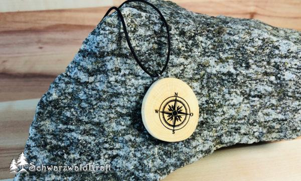 Amulett Kompass Buche ohne Rinde