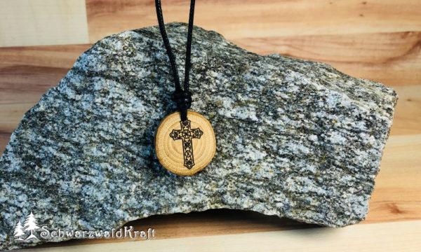 Amulett Holz Kreuz Eiche mit Rinde