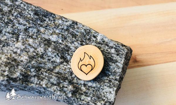 Halskette Motivanhänger Herz in Flammen Buche