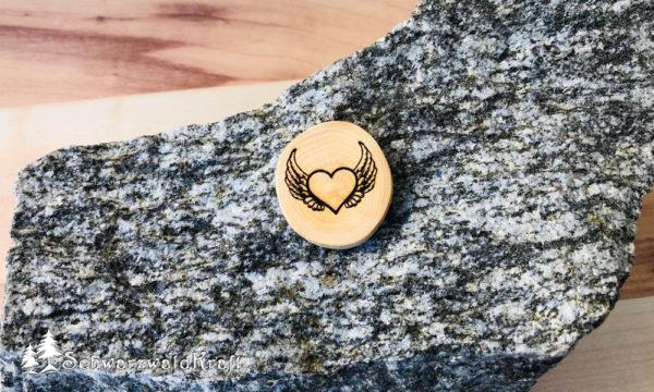 Halskette Motivanhänger Herz mit Flügel Bucheche