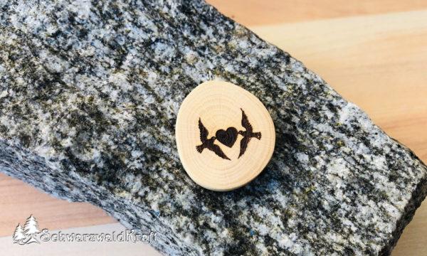 Halskette Motivanhänger Tauben mit Herz Buche