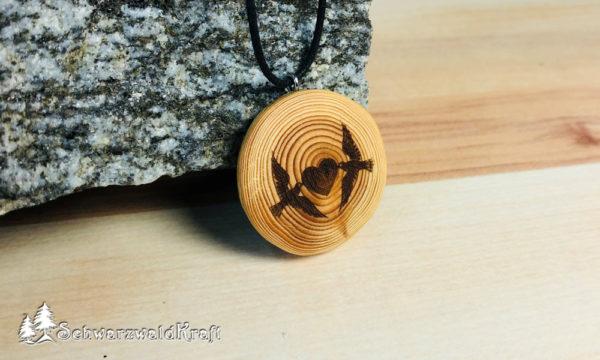 Holzanhänger Tauben mit Herz Lärche ohne Rinde