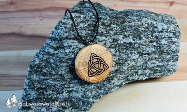 Amulett Triquetta Lärche ohne Rinde