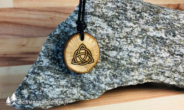 Amulett mit Rinde Eiche Triquetta
