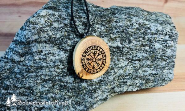 Amulett Vegvisir Lärche ohne Rinde