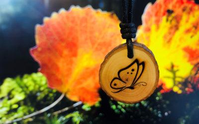 Holzschmuck Symbol Schmetterling: Für mehr Leichtigkeit in deinem Leben